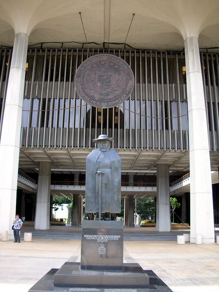 18. Father Damien Statue at Hawaii State Capitol.JPG