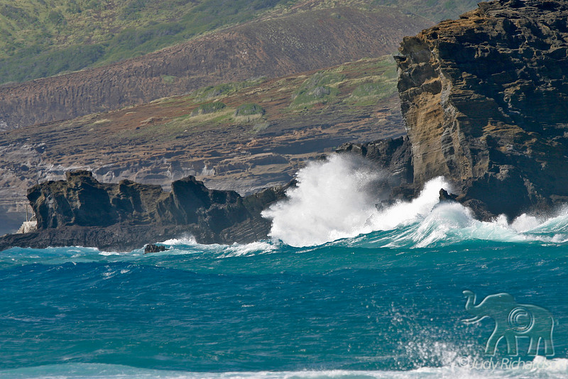 Rough surf on South Shore of O'ahu
