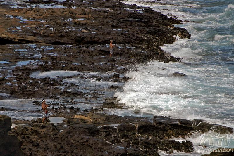 Fishing on tidal area below Blow Hole~Halona