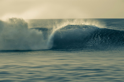 Perfect wave breaking on the shore. Pipeline in the North Shore of Oahu, Hawaii. Split tone.
