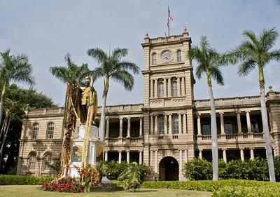 Kamehameha Statue and Aliʻiolani Hale
