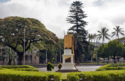 Statue Looking towards 'Iolani Palace