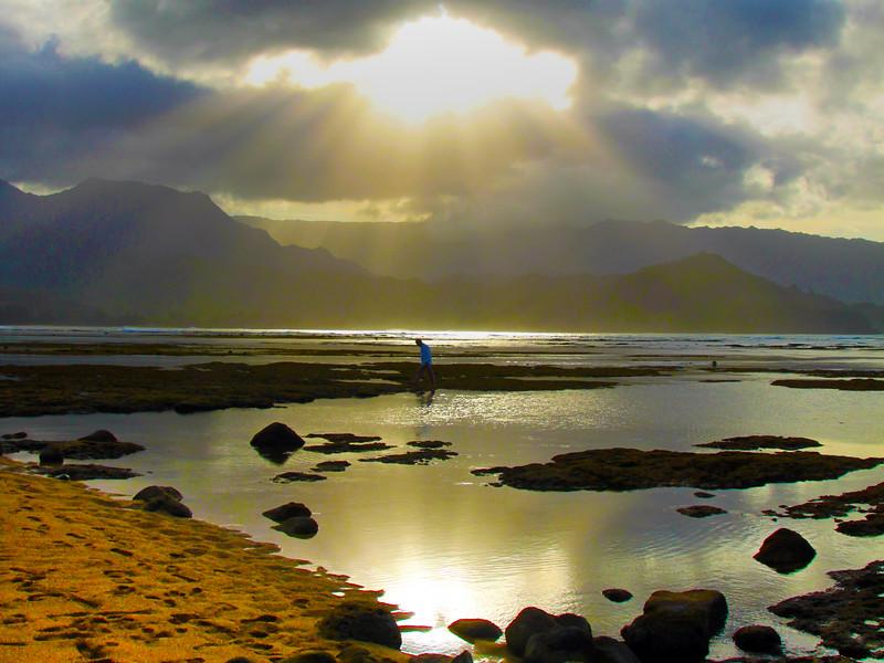 Hawaii, Kauai, Sun Through Clouds, Hanalei Bay