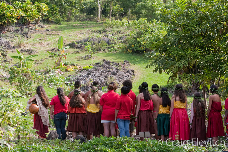 Kanu O Ka 'Aina chanting to the mountain.