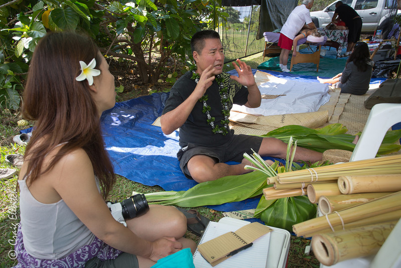 Kumu Wesley Sen shares his deep cultural knowledge with a visitor from Japan.