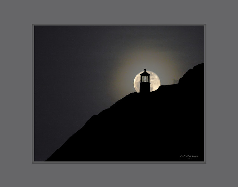 Makapuu Lighthouse Moonrise #1