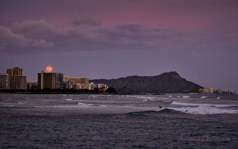 Moonrise over the Hilton Hawaiian Village