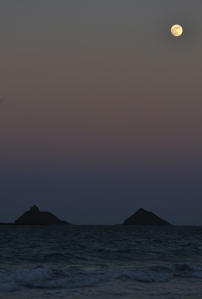 Moonrise over the Mokuluas (2010)