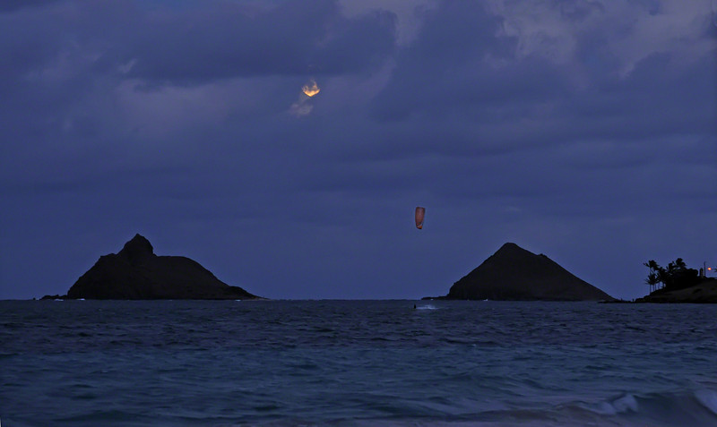 Kite Surfer and Moonrise over the Mokuluas (2010)