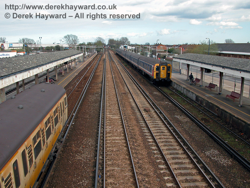 Paddock Wood was provided with both through and stopping lines, and this shot shows 1871 in Network South East livery arriving with a London bound train, whilst on the left an unidentified rather dirty 4-VEP in Connex livery arrives at the eastbound platform.  12.04.2004