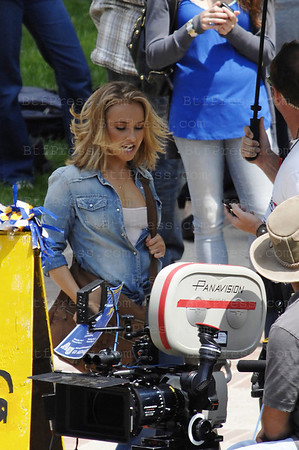 Non Exclusive. Hayden Panettiere moving her face during the set of the serie Heroes in Los Angeles, California.(Photo by Michel Boutefeu)