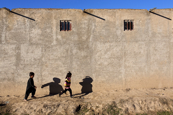 Children play in the streets of Takhali Khana, an area of Maimana mainly inhabited by Internally Displaced Persons. Photo: NRC/Jim Huylebroek