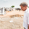 Jan Egeland visiting an UNMISS base in Juba in February 2014. People displaced by fighting in the previous months have sought refugee in this and many other UNMISS bases in South Sudan. Photo credit: NRC/Christian Jepsen February 2014