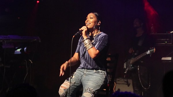 Melanie Fiona Change the Record MVI_0777