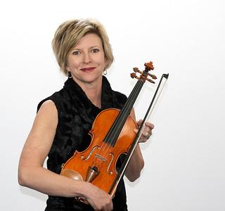 female violinist 4