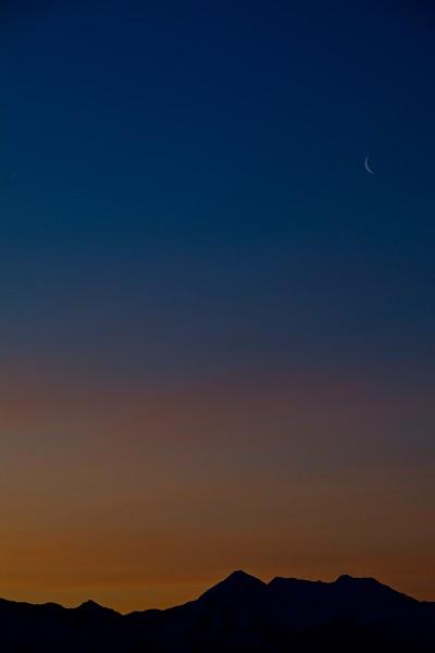 SRd1904_9604_Sunrise_Moon_at300