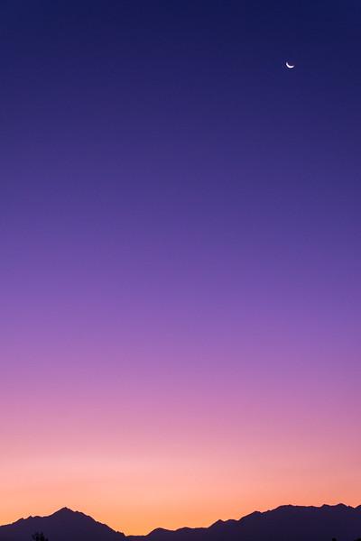 SRW1409_0147_Sunrise_Moon