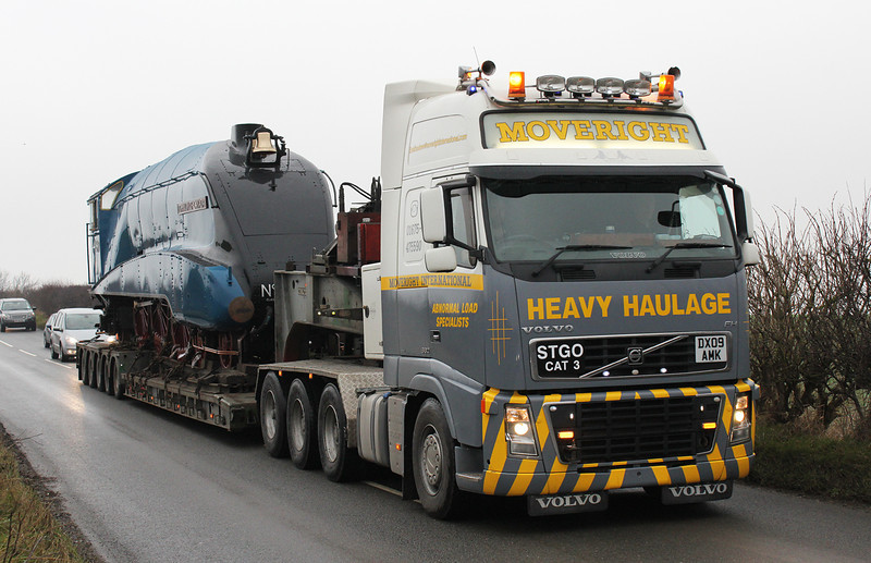 Only six of the 35 A4 locomotives built survive in the world. The National Railway Museum temporarily repatriated Dwight D Eisenhower and Dominion of Canada from their home museums in Canada and the US. Here we see Dominion of Canada being moved from York to Barrow Hill.