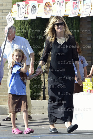 Heidi Klum have a lunch in an Italian restaurant in Brentwood. Later,her daughter Leni take care with other kids of a Cookies sale, she also enjoy to pet a puppy.