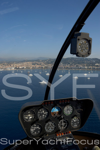Helicopter R44, Cannes
