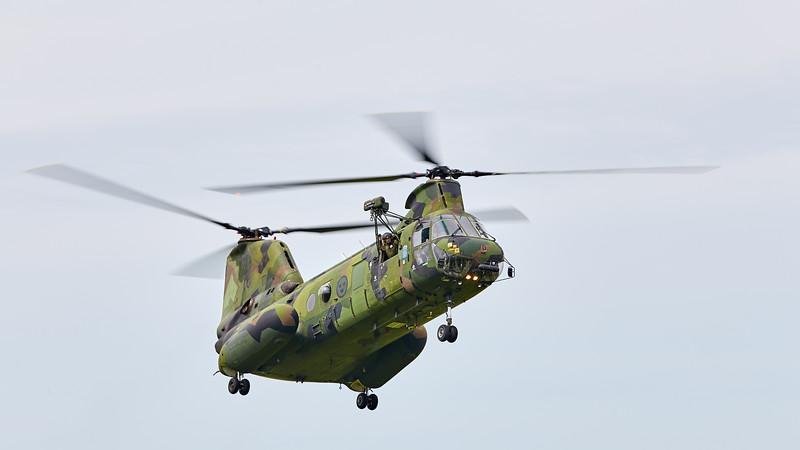 Vertol 107 - landing
