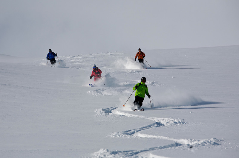 Rainer is chased by Helena, Edi and Henni on the top slope of Purple Heart