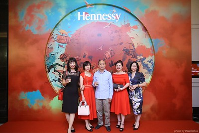 Hennessy-Dinner-Hanoi-WefieBox-Photobooth-Vietnam-Chup-hinh-in-anh-lay-lien-Toan-quoc-028