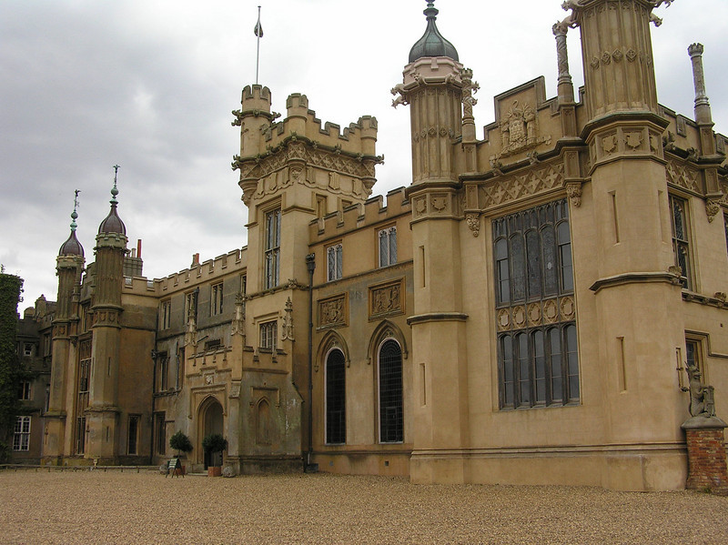 Knebworth House<br /> Filming location<br /> The Great Muppet Caper<br /> Mallory Gallery