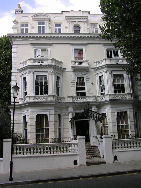 Filming location<br /> The Great Muppet Caper<br /> 17 Highbrow Street