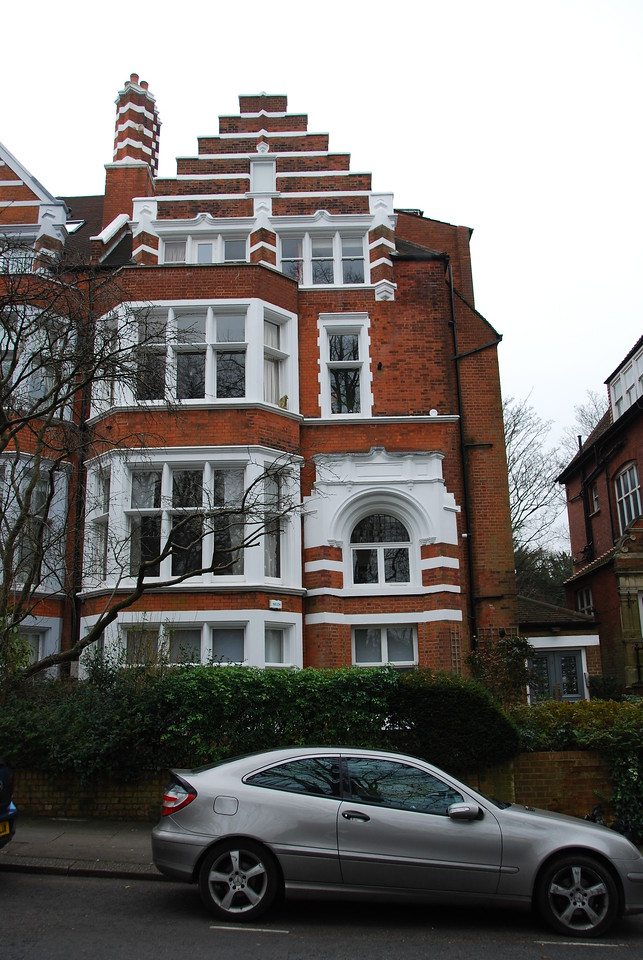 Jim Henson rented the house at 12 Frognal Gardens during the second season of the Muppet Show. This was his third home in London and his first in Hampstead, a town he would become quite fond of.