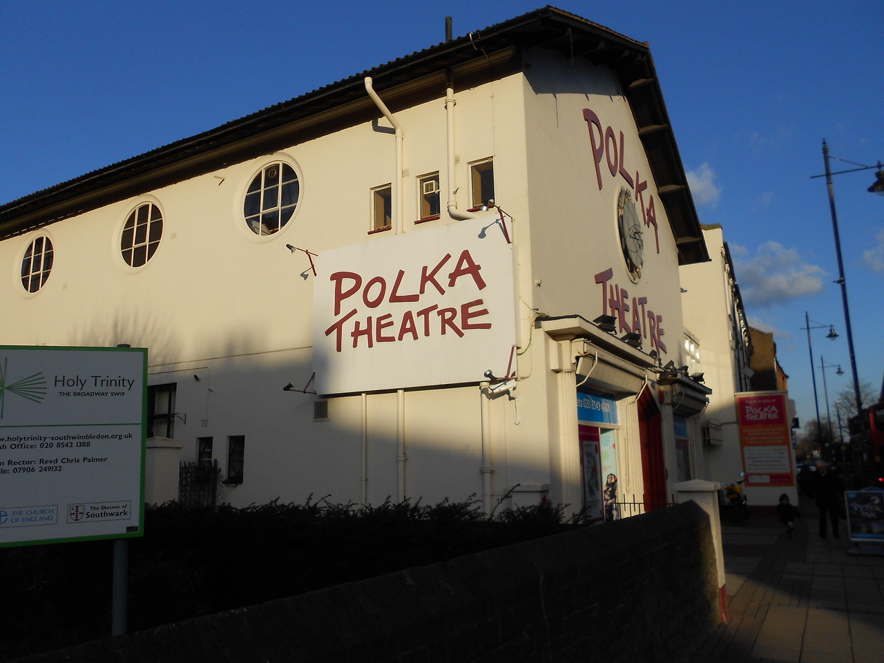 When I visited England in 2006, one of the paces I didn't get to was the Teddy Bear Museum in Stratford-upon-Avon, whose collection included one of the original Fozzie Bear puppets. In 2007 the collection was relocated to the Polka Theatre in Wimbledon.