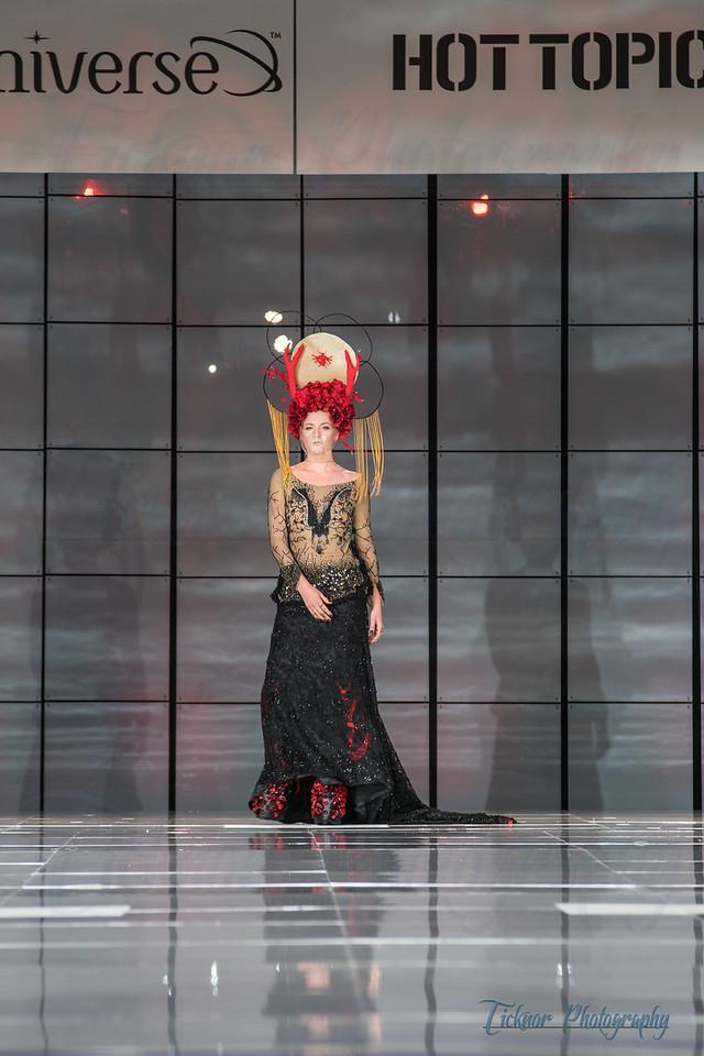 Her Universe Fashion show - Comic Con 2016