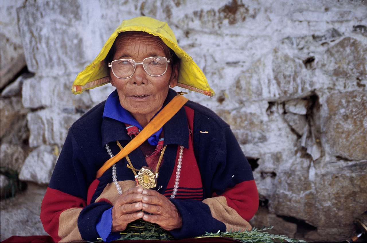 Old lady, Drepung Gompa (Monastery). Tibet.