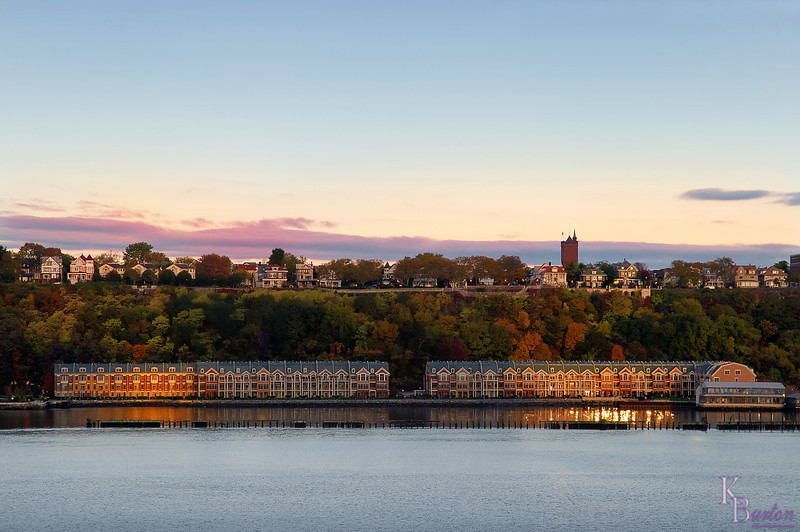These townhouses looked so picturesque by the waterside, made even more appealing by the sunrise and the fall colors.