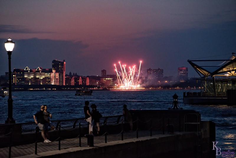 DSC_2981 fireworks on the Hudson