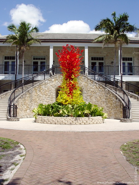 Chihuly at Fairchild - Fairchild Tropical Botanic Garden - Coral Gables - Citron Green Tower with Red Infusion in front of the Visitor Center (Arpil 14, 2006)