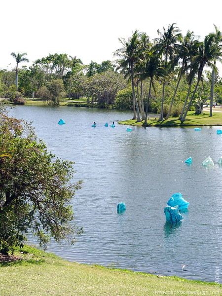 Chihuly at Fairchild - Fairchild Tropical Botanic Garden - Coral Gables - Blue Polyvitro Crystals in Pandanus Lake (April 14, 2006)