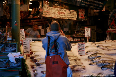 Fish Throwers - Pike Place Market - Seattle (Sept. 9, 2007)