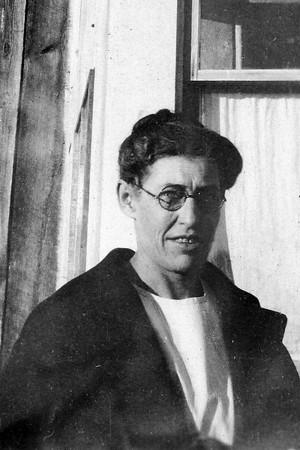 Jessie O. (BALCOM) Warkins 1879-1967 Custer County Health Nurse & Midwife Delivered many babies in the Coalwood area   Jessie Warkins was the ...  [mother of Hallie (WARKINS) Janssen] [grandmother of Floyd, John & Lew Janssen]