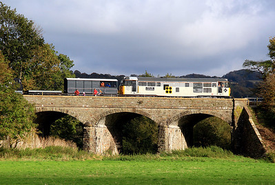 31130 crosses the three-arch bridge on the Avon Riverside section of the line with a demonstration goods. 21/10/12.