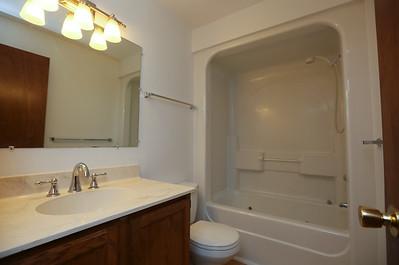 252 OG bathroom w: Jacuzzi