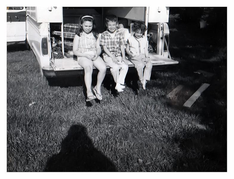 Vicky Jesse and Darla on truck