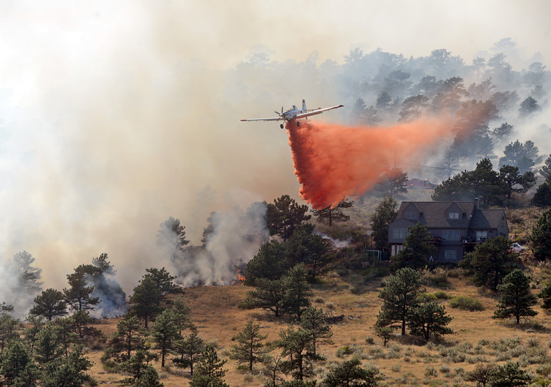 A single-engine air tanker drops fire retardant on an 80-acre wildfire on Hertha Ridge just southeast of Carter Lake on Wednesday, Aug. 17, 2016. Larimer County Sheriff's Office officials stated the fire was 30 percent contained just before 6 pm. Twenty structures were threatened but none were damaged by early evening Wednesday.  (Photo by Jenny Sparks/Loveland Reporter-Herald)