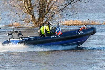 Politiepatroulle op de IJssel