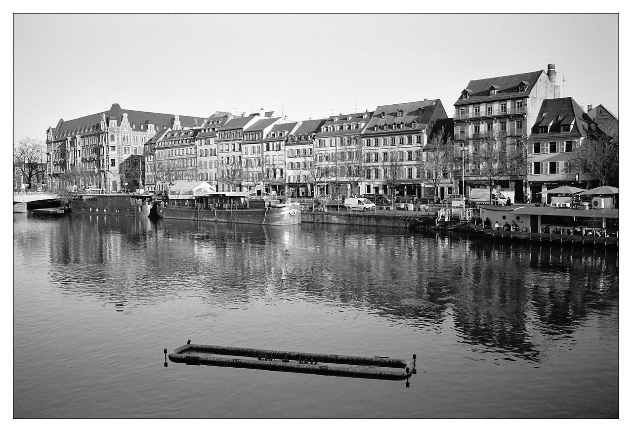 Strasbourg, le quai des Pêcheurs vu du quai Saint-Etienne