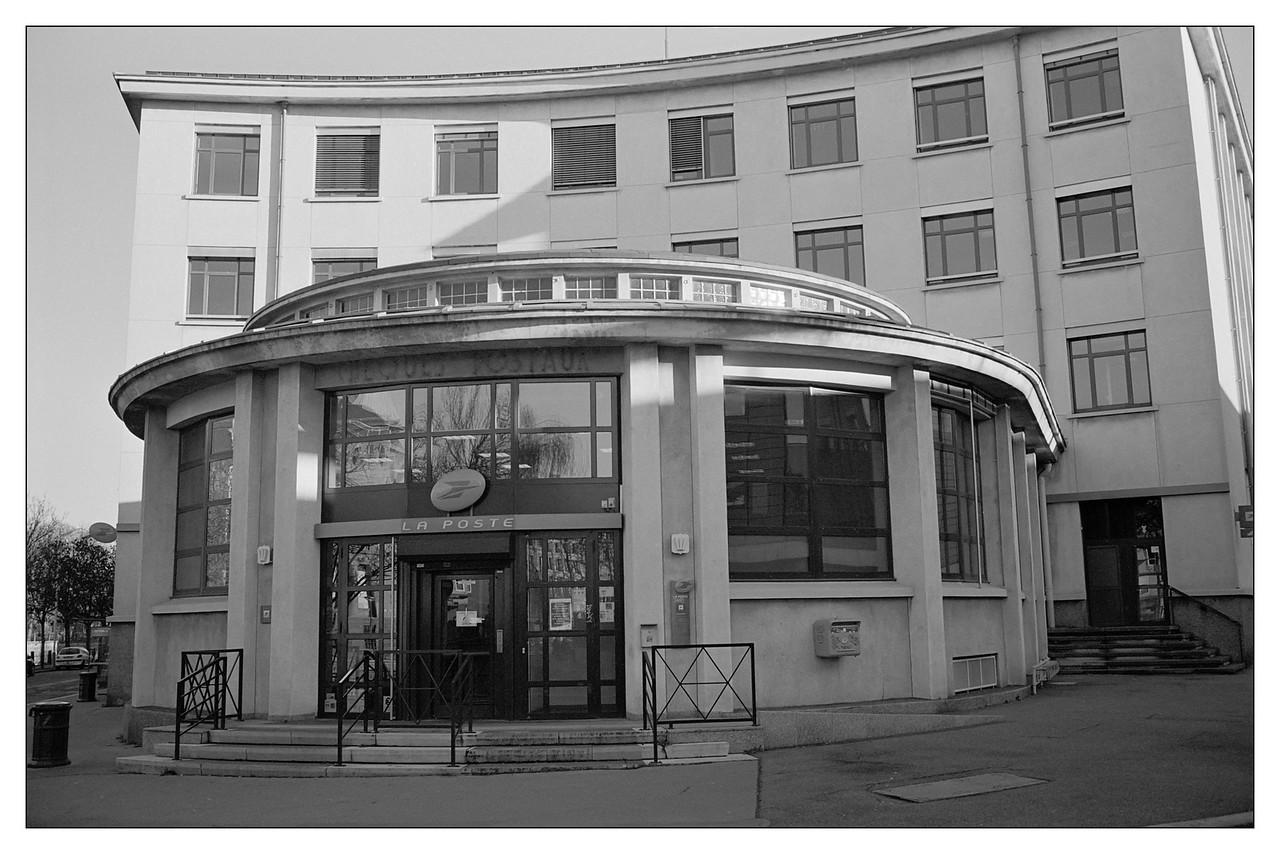 Strasbourg, la poste au croisement du quai Schoepflin et de la rue de la Fonderie