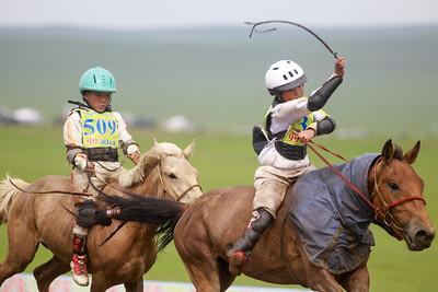 2020 оны долоодугаар сарын 13. Хязаалан насны морьдын уралдаан. ГЭРЭЛ ЗУРГИЙГ Г.ӨНӨБОЛД/МРА