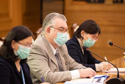 2020 оны арванхоёрдугаар сарын 21.  Ерөнхий сайд У.Хүрэлсүх   Дэлхийн эрүүл мэндийн байгууллагын Суурин төлөөлөгч Сергей Диордицаг хүлээн авч уулзлаа.  ГЭРЭЛ ЗУРГИЙГ Б.БЯМБА-ОЧИР/MPA
