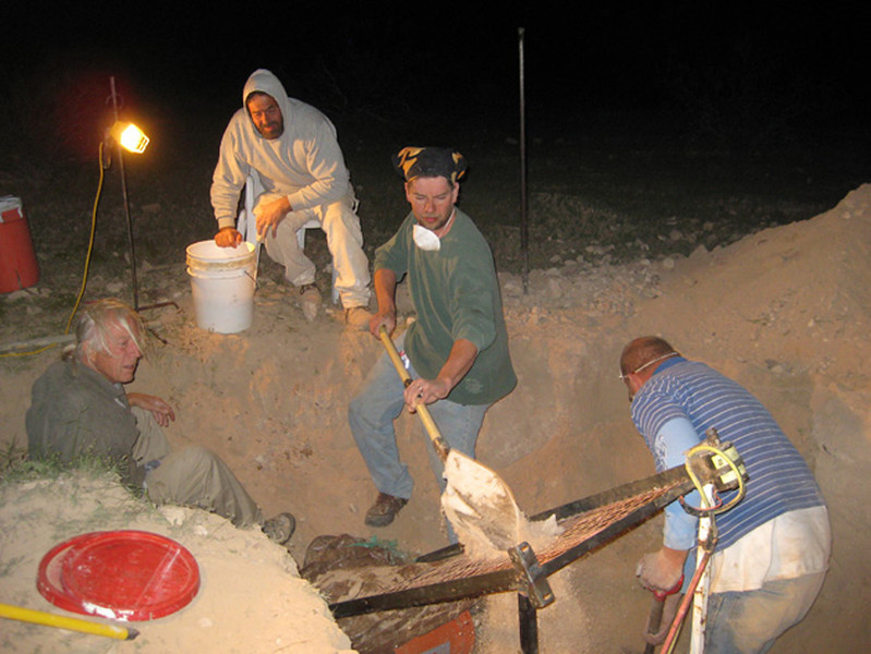 This was a dig I organized with Pat McMahan's kind permission on his claim at the Chimney Bed agate deposit about 60 miles from Phoenix. From left to right miyself, Jimmy, Ray and Joe. I'm proud to say that one of these agates is now in Johann Zenz collection. Photo by Fabiola.  2010.