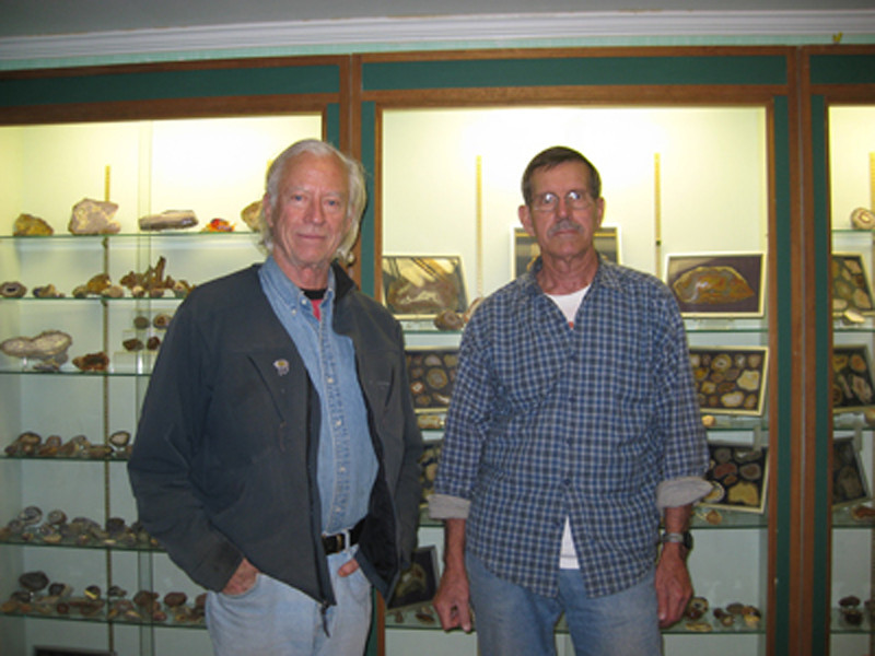 WIth my collector friend Grant Curtis. See his website at agatecollectorsdream.com